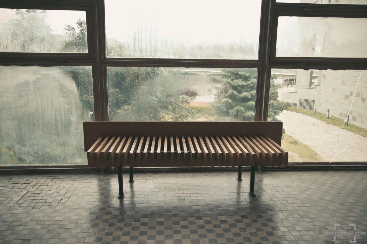 Audytorium Wydziału Chemii - Ławka na korytarzu