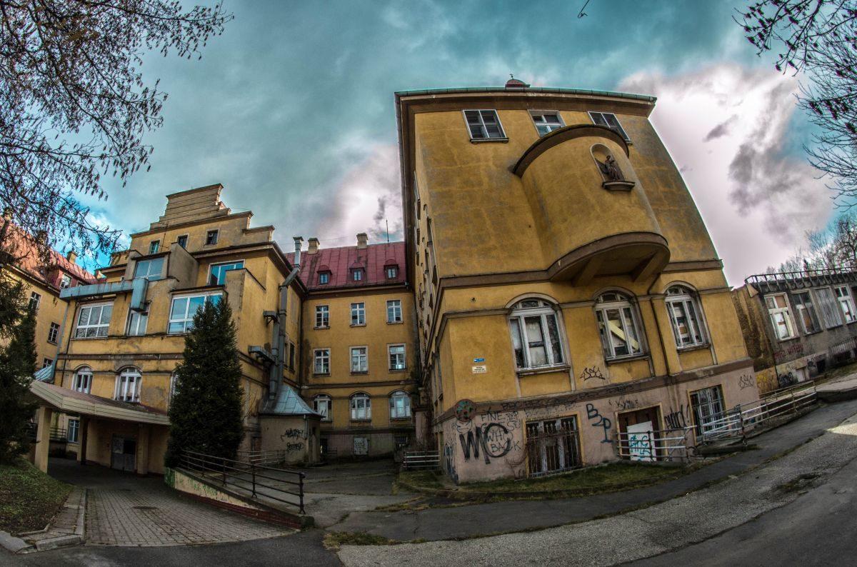 Opuszczony Szpital Powiatowy - Wjazd Dla Kateret